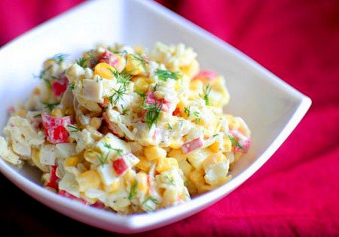 Салат из крабовых палочек риса ананаса и кукурузы 94