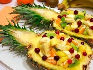 Оригинально оформленный фруктовый салат
