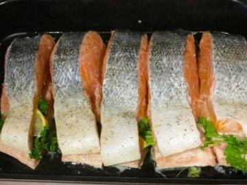 Как вкусно запечь форель в духовке быстро и просто