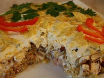 Салат из консервированной горбуши: как вкусно приготовить?