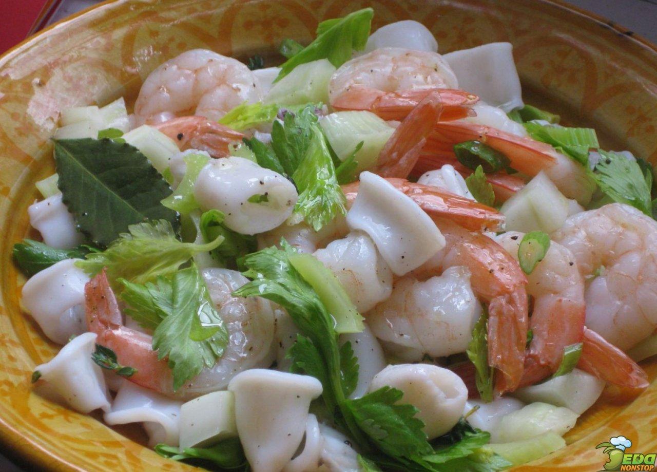 Салат из кальмаров с кукурузой и яйцом рецепт