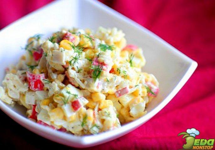 Салат с рисом и крабовыми палочками пошагово