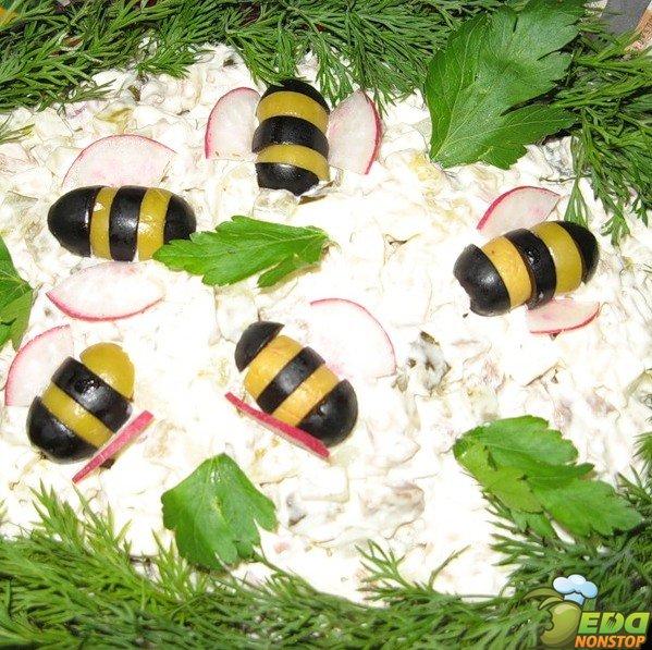 Как сделать пчелку из маслин и оливок