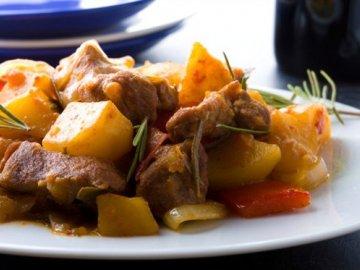 Мясное рагу с картошкой