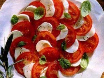 моцарелла и помидоры