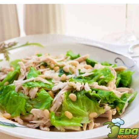 салат с кедровыми орехами и курицей