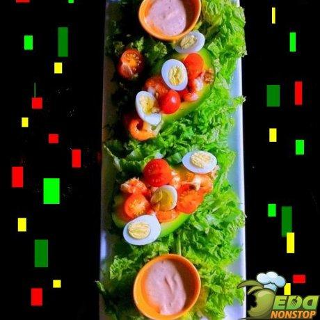 салат из авокадо и раковых шеек